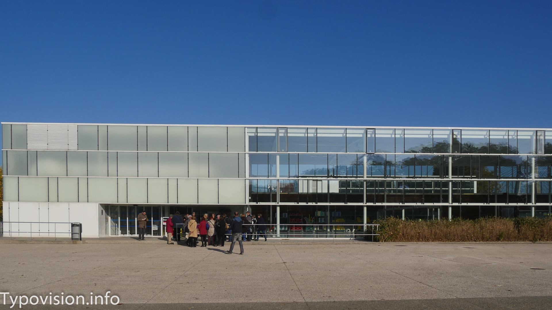 Centre nautique, entrée principale à partir du bâtiment ajouté par Hervé Régnault